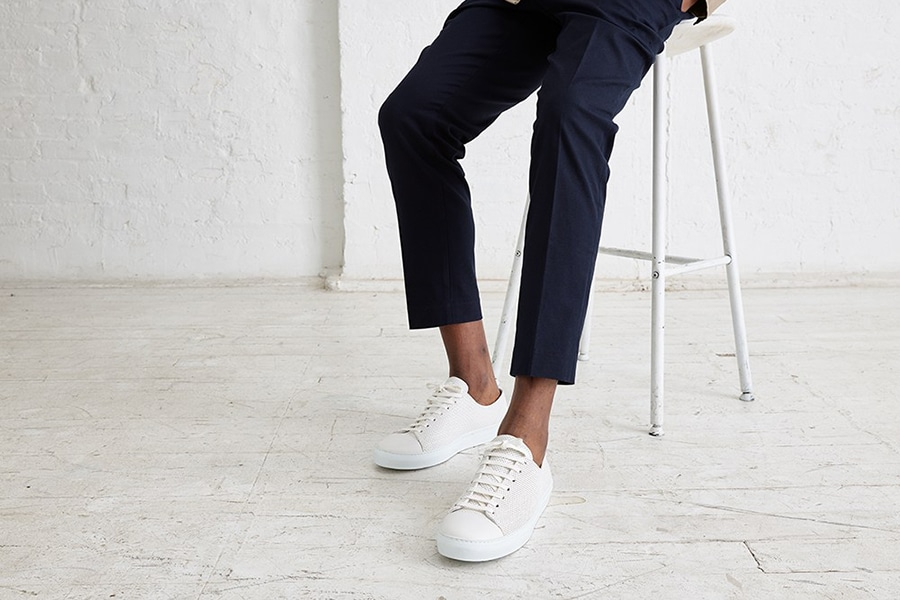 Are tennis shoes business casual?